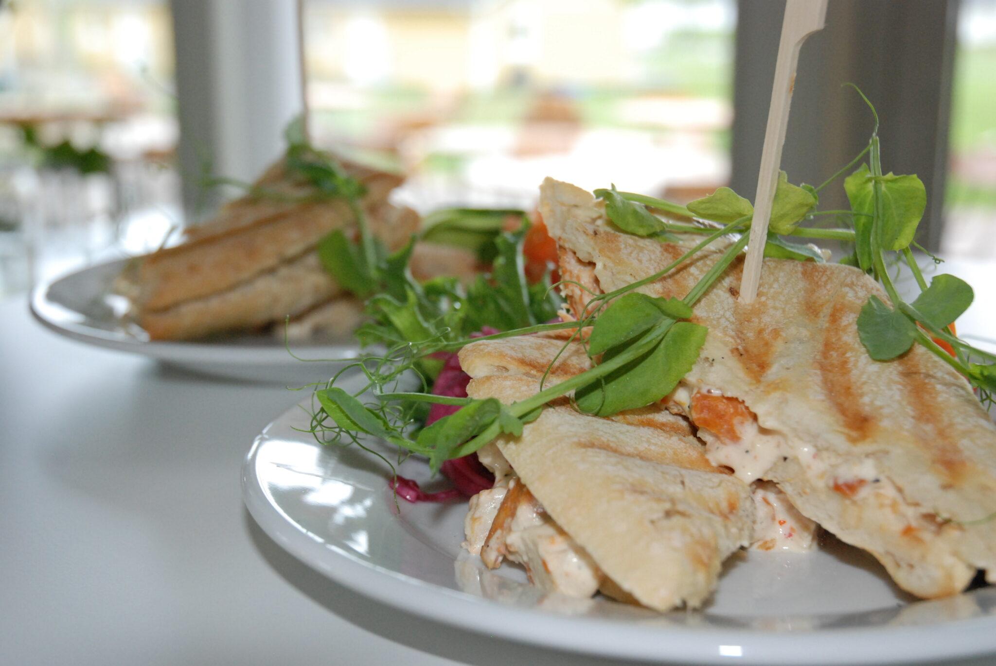 Grillsmörgås med kycklingröra